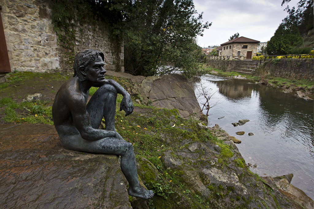 Escultura del Hombre Pez en Liérganes
