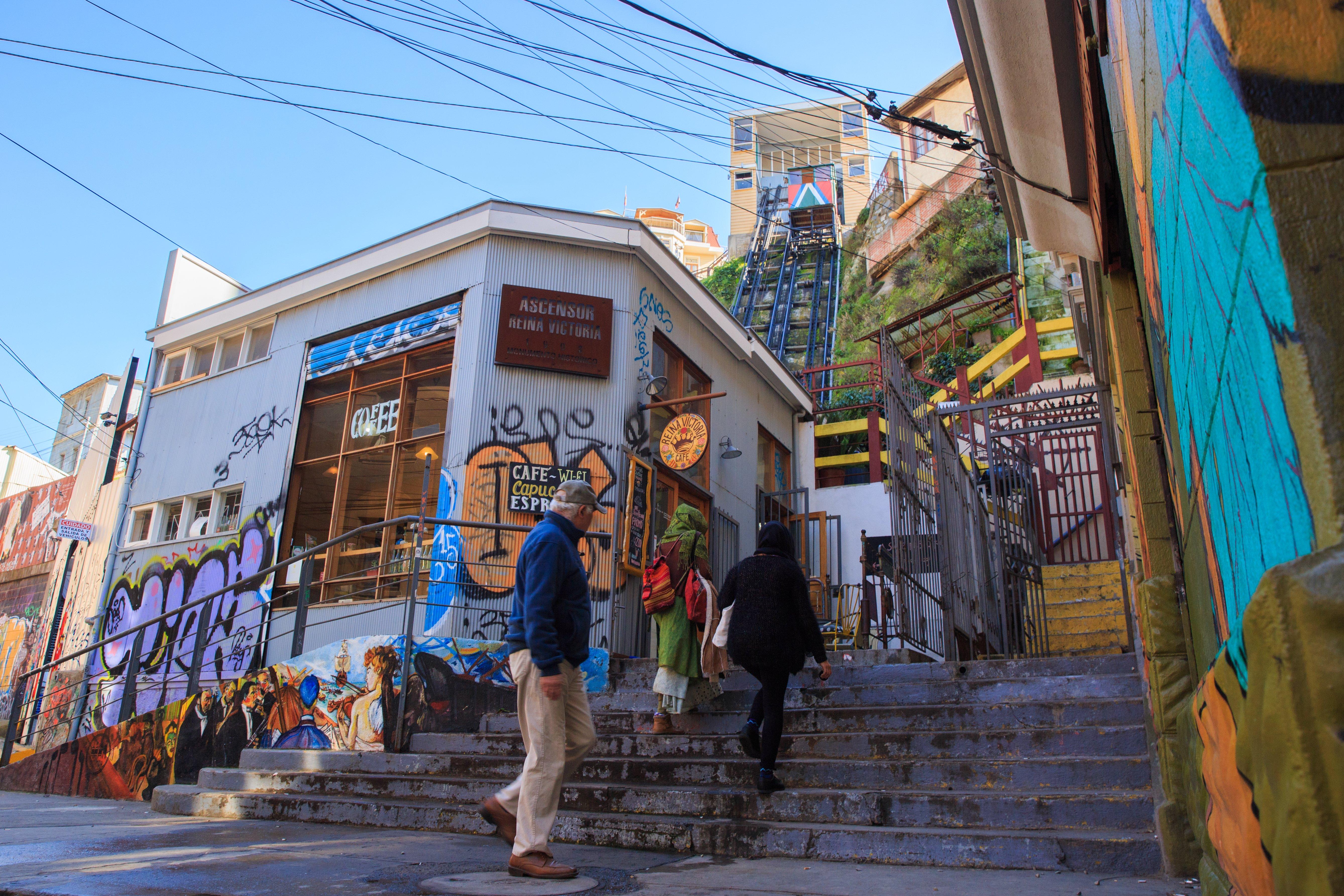Entrada al Ascensor Reina Victoria de Valparaíso