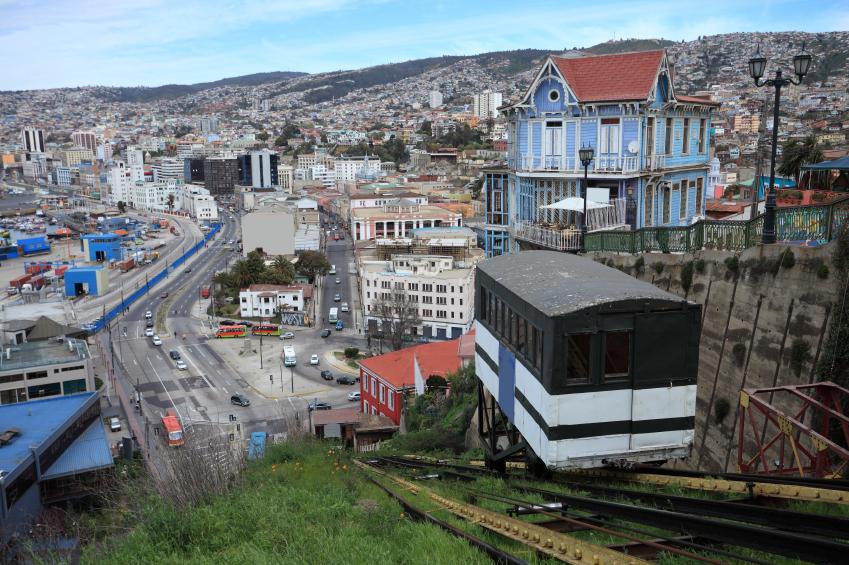 Vista de un ascensor hacia Valparaíso