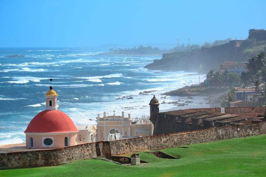 Vista al mar desde el Castillo San Felipe del Morro en San Juan de Puerto Rico