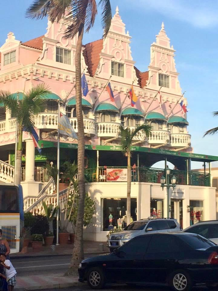 Fachada de edificio en Oranjestad, capital de Aruba