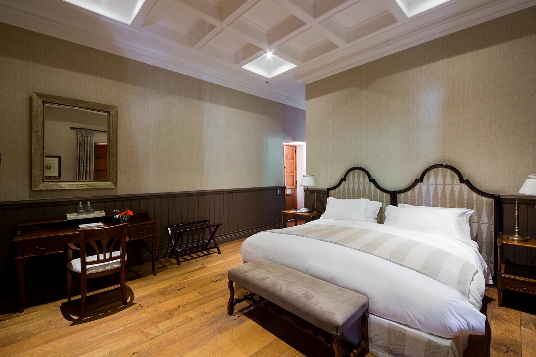 Habitación con cama matrimonial del hotel boutique La Casona de Viña Matetic