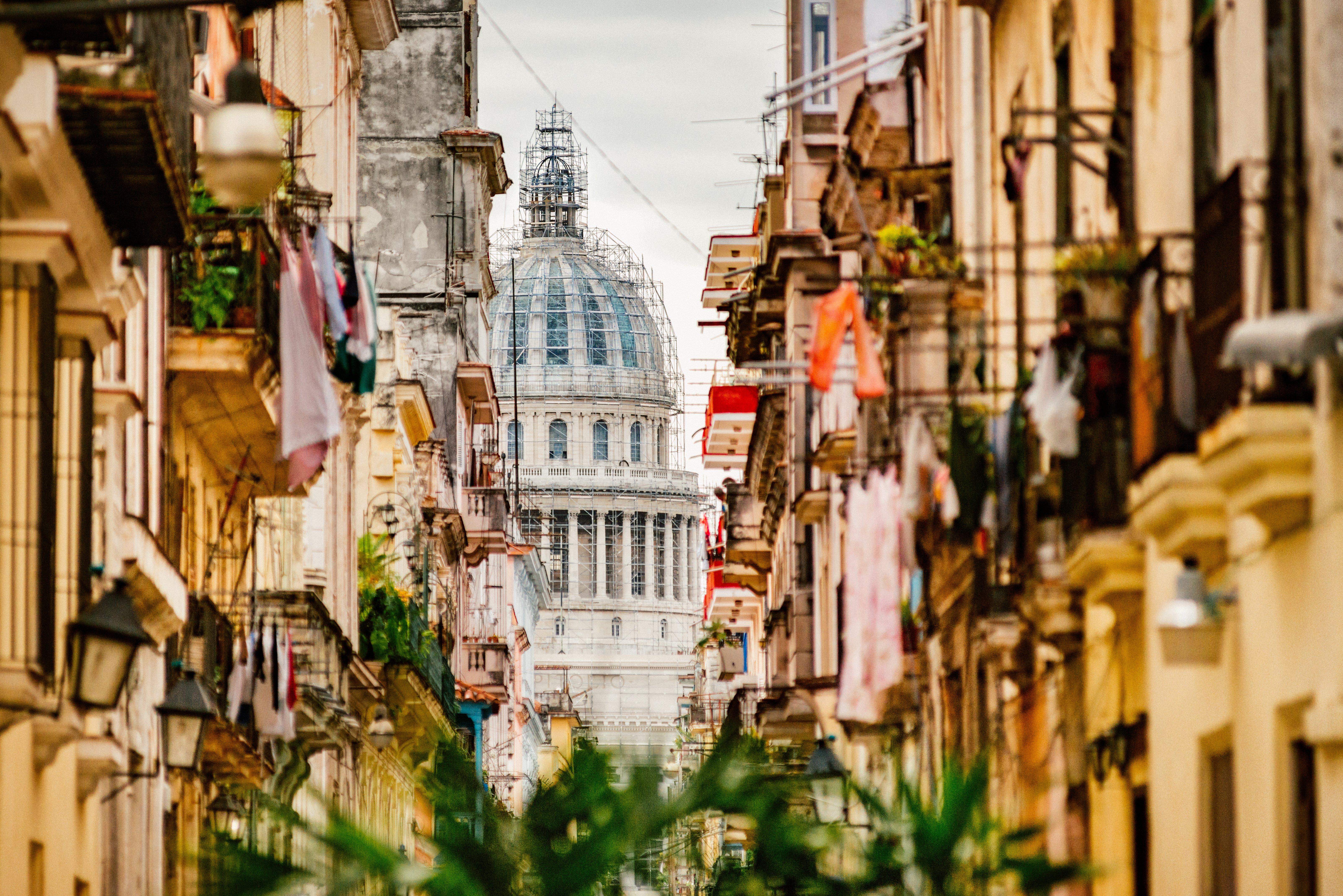 La Habana Vieja en Cuba con el Capitolio de fondo