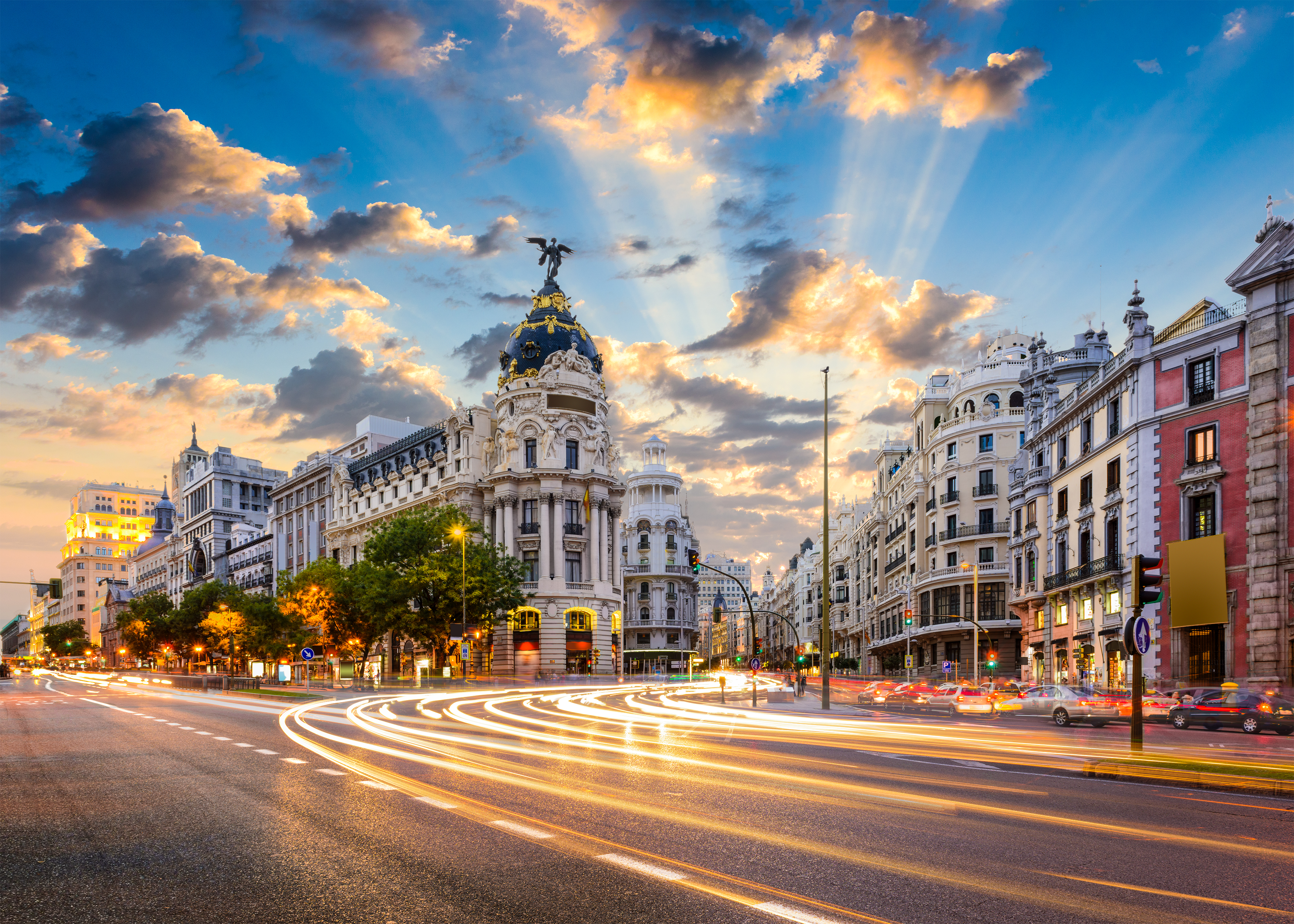 Atardecer en las calles de Madrid, España