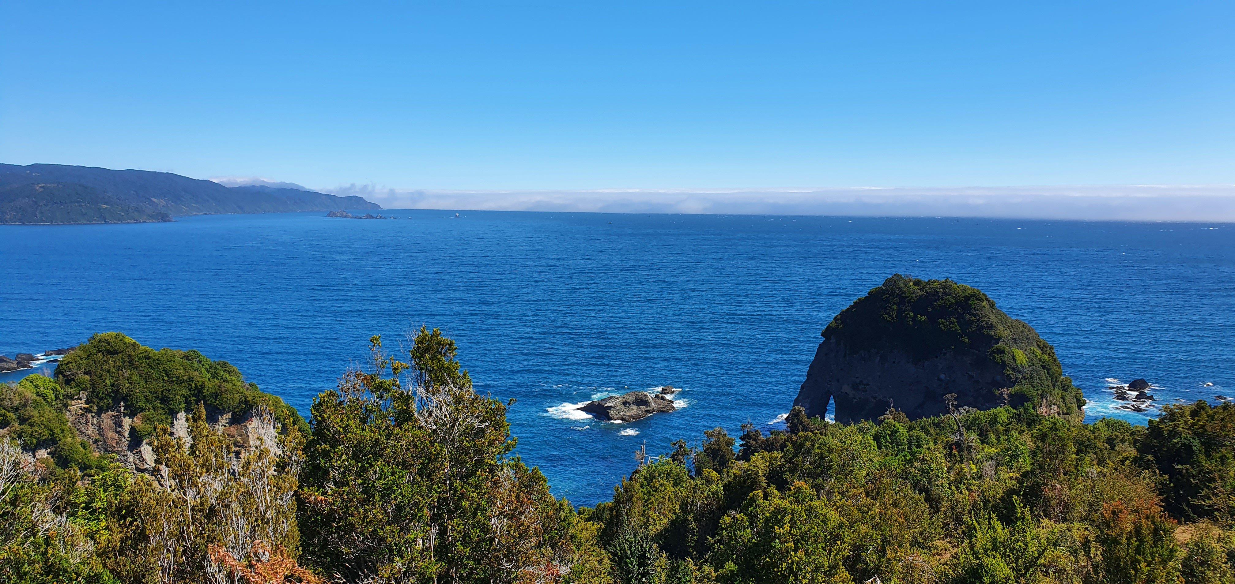 Formaciones rocosas de Manquemapu, playas del sur de Chile en la Región de Los Lagos