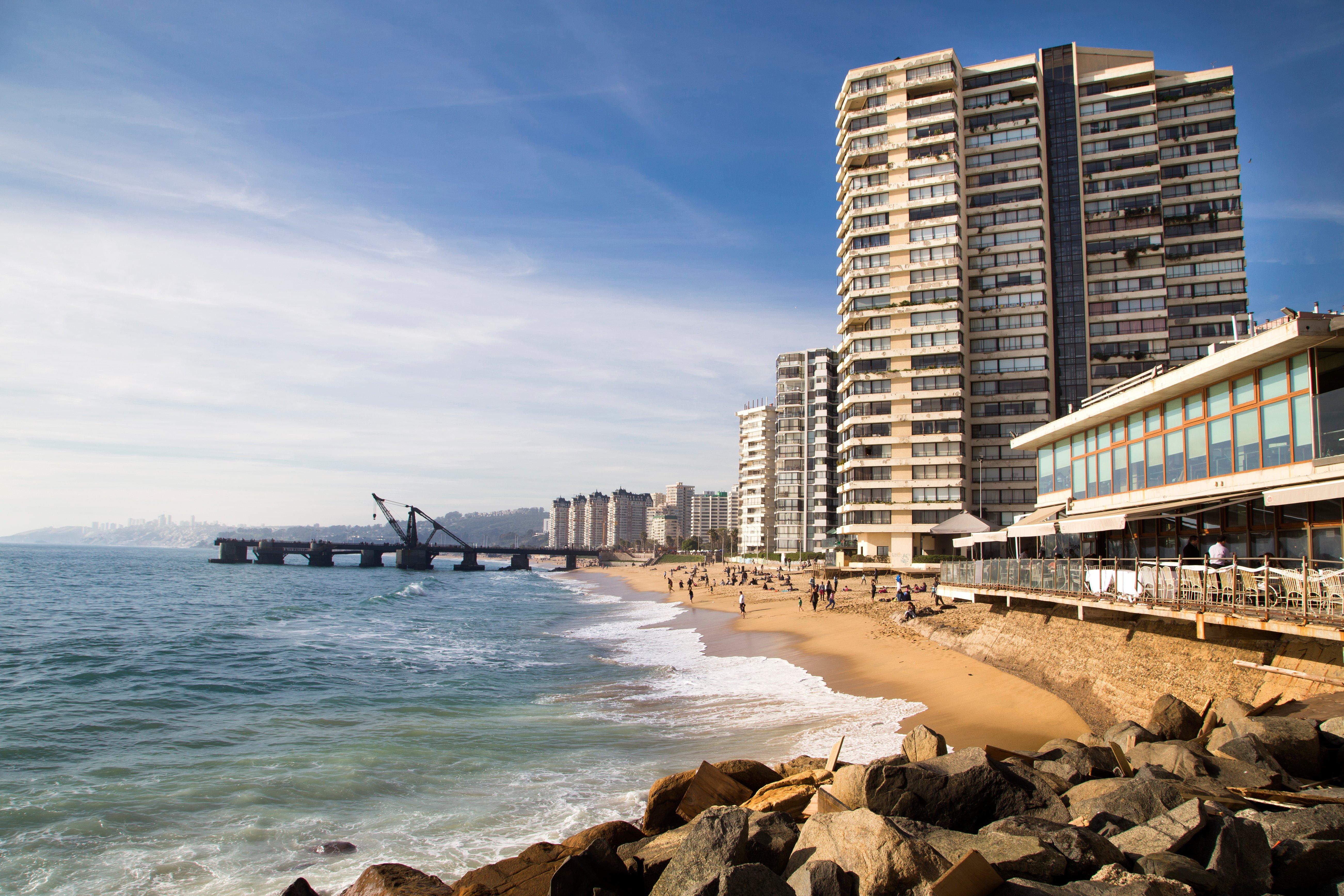 Muelle Vergara y playa en Viña del Mar