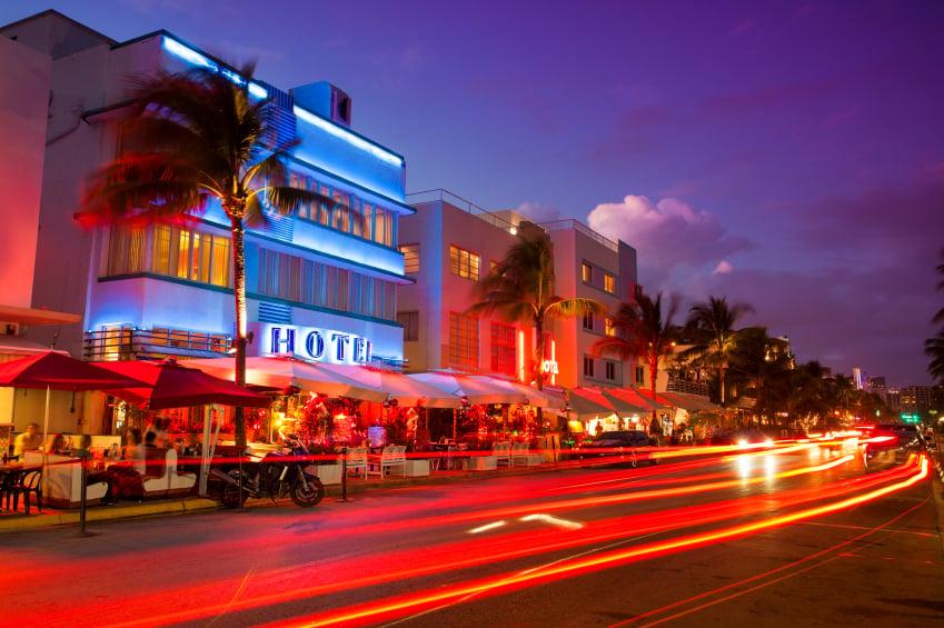 Ocean Drive de noche en Miami