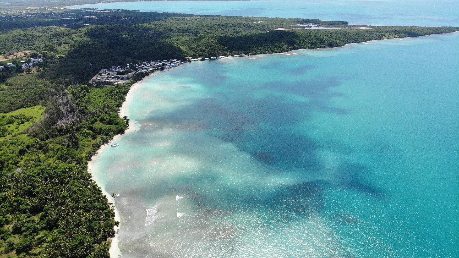 Vista aérea de la costa Puerto Rico