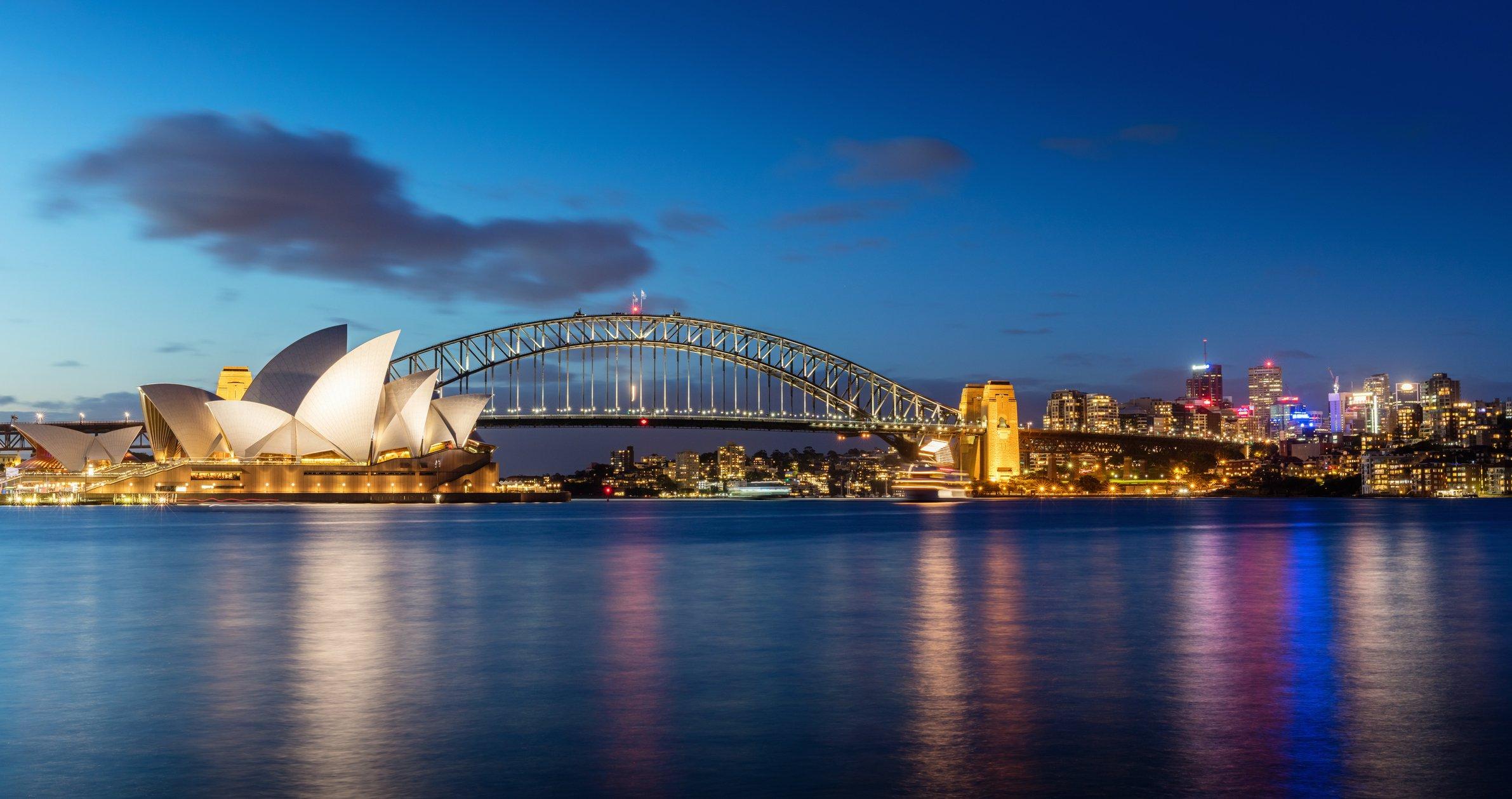 Sídney de noche, Australia, con Opera House y Harbour Bridge