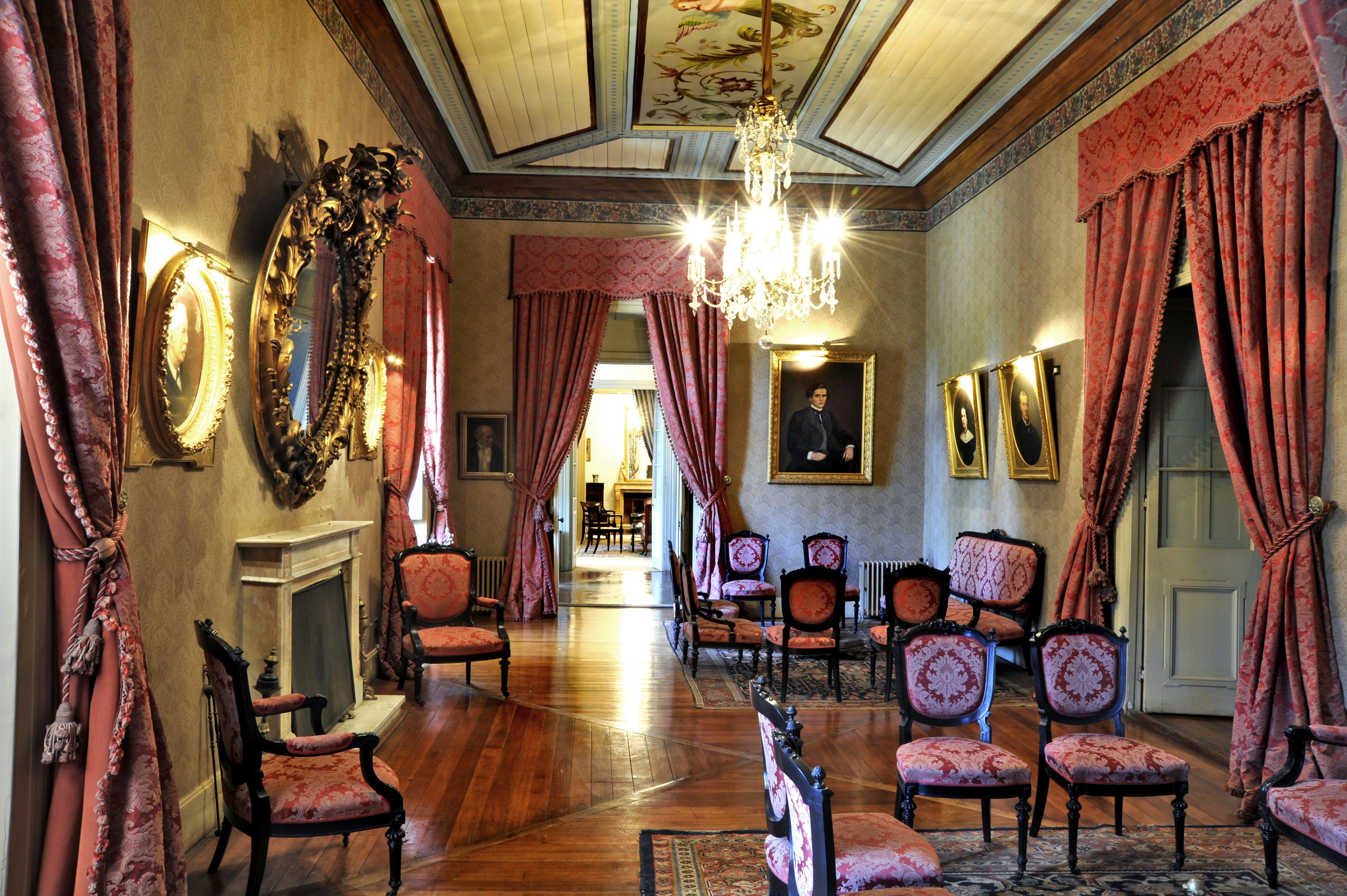 Salón Rojo del Hotel Casa Real en Viña Santa Rita