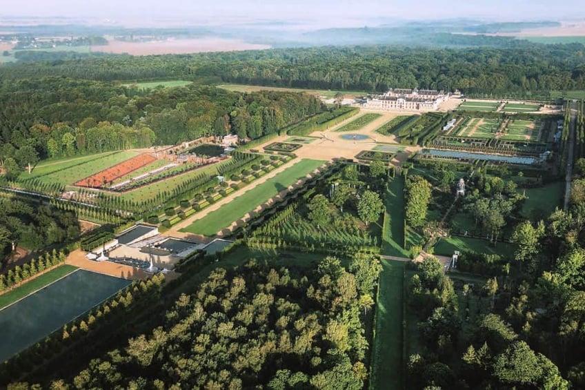 Normandía-Champs-de-Bataille-Chateau-overview-1024x683-1