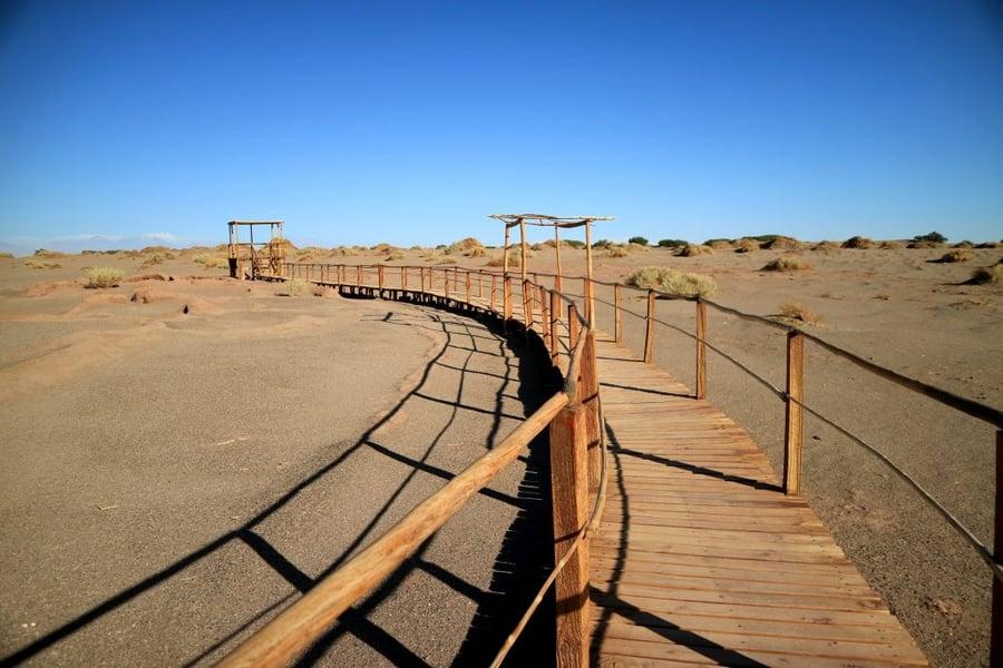 Pasarela-de-madera-en-el-sitio-arqueológico-de-Tulor-desierto-de-Atacama-norte-de-Chile-1024x683