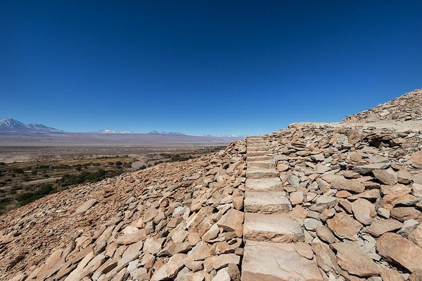 Stairs-in-the-trail-of-Pukará-de-Quitor-with-the-Andes-cordillera-in-the-background-1024x683