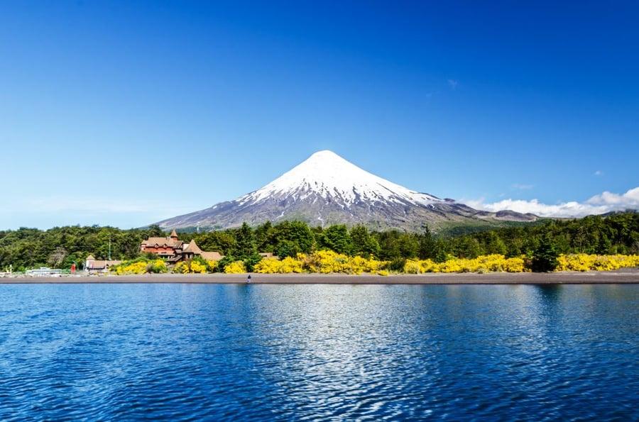 Volcán-Osorno-y-Lago-Llanquihue-ParqueNacional.jpg-Vicente-Pérez-Rosales-Distrito-de-los-lagos-Puerto-Varas-Chile-1024x678