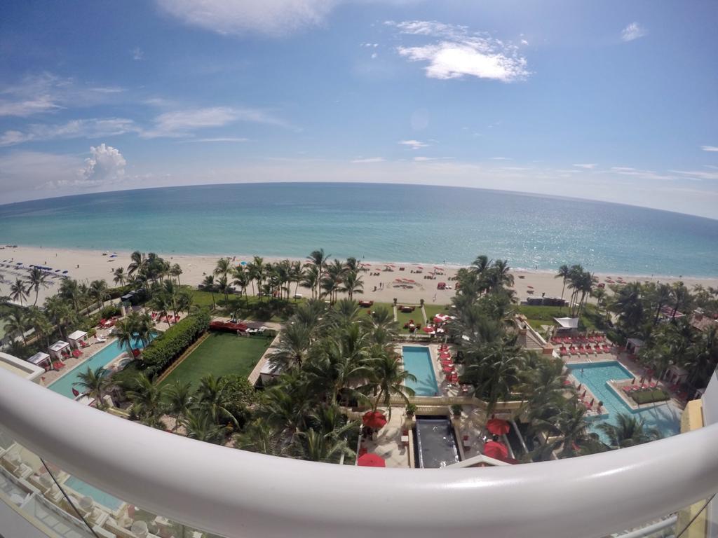 Vista a la playa desde el hotel en Sunny Isles, Miami