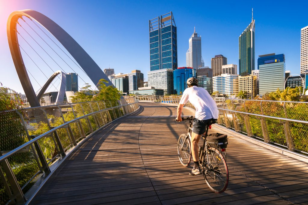 Hombre en bicicleta en Perth