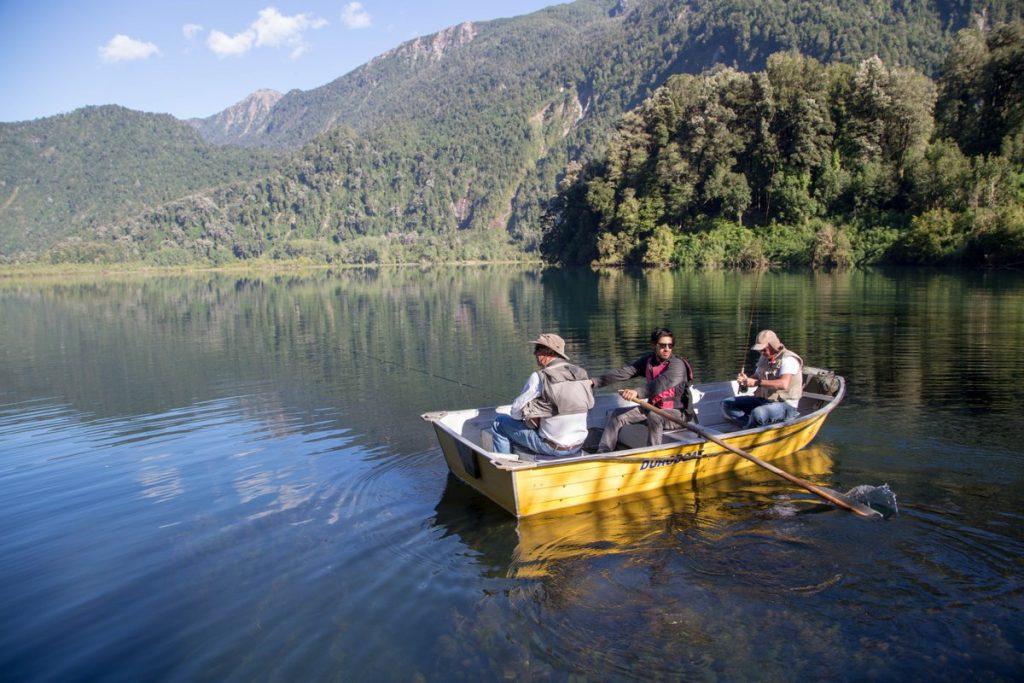 Grupo pescando en Laguna Pichi