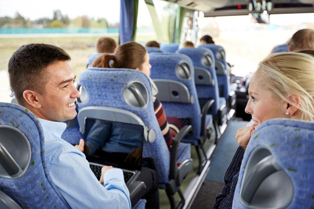 Personas en un bus- working holiday