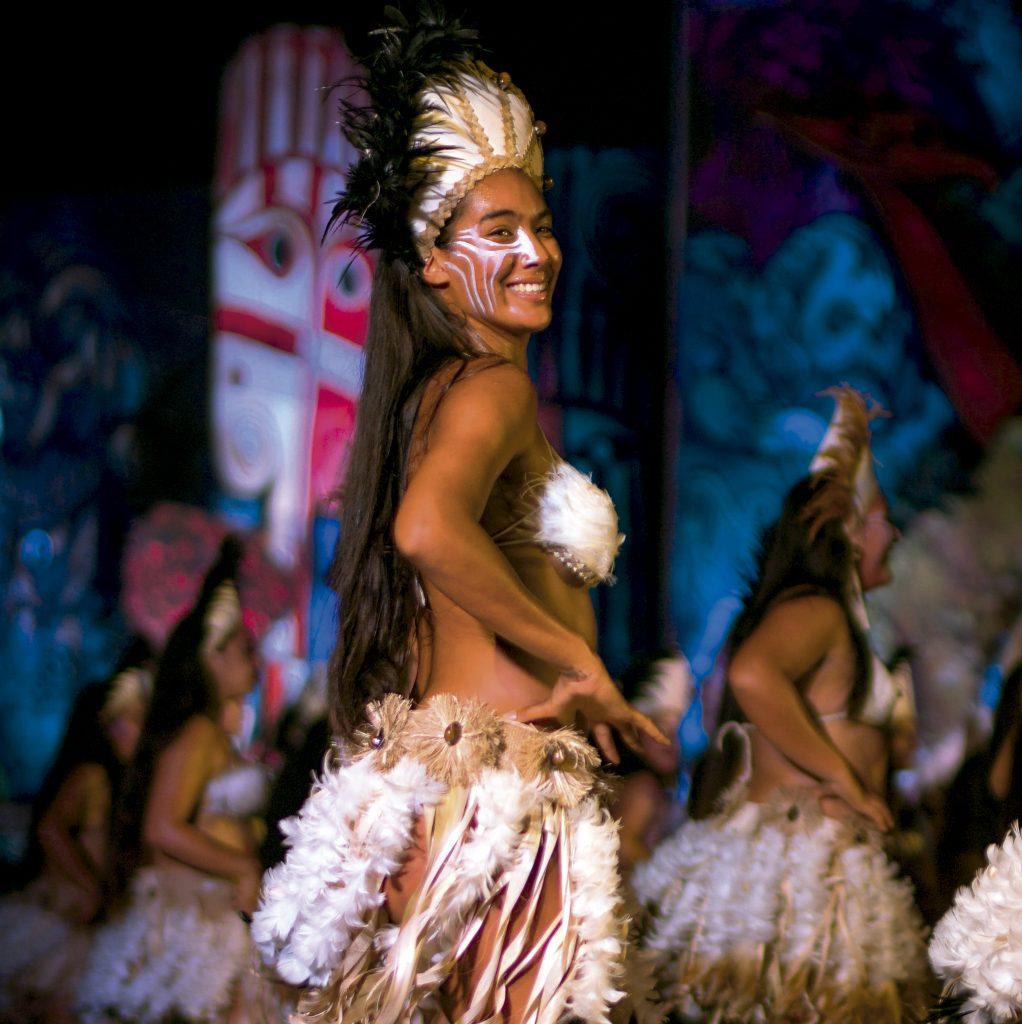 Bailarina rapa nui en Isla de Pascua
